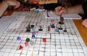 https://upload.wikimedia.org/wikipedia/commons/8/87/Dungeons_and_Dragons_game.jpg